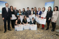 Desiati najlepší študenti získali od Nadácie Zent