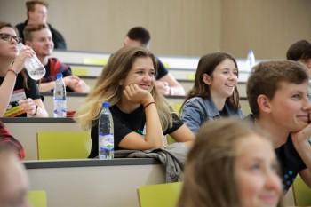 Vysokoškolákov ubudlo, školský výbor ich chce získať zo zahraničia