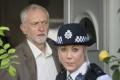 Šéfovi labouristov Corbynovi vyslovili poslanci nedôveru, no neodstúpi