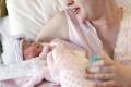 Gynekológovia: Vakcíny neprechádzajú do materského mlieka