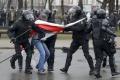 Polícia rozohnala demonštráciu v Minsku; stovky účastníkov zatkla
