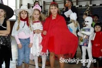 Na karnevale sa zabávali princezné, faraón, policajt aj tortový rez