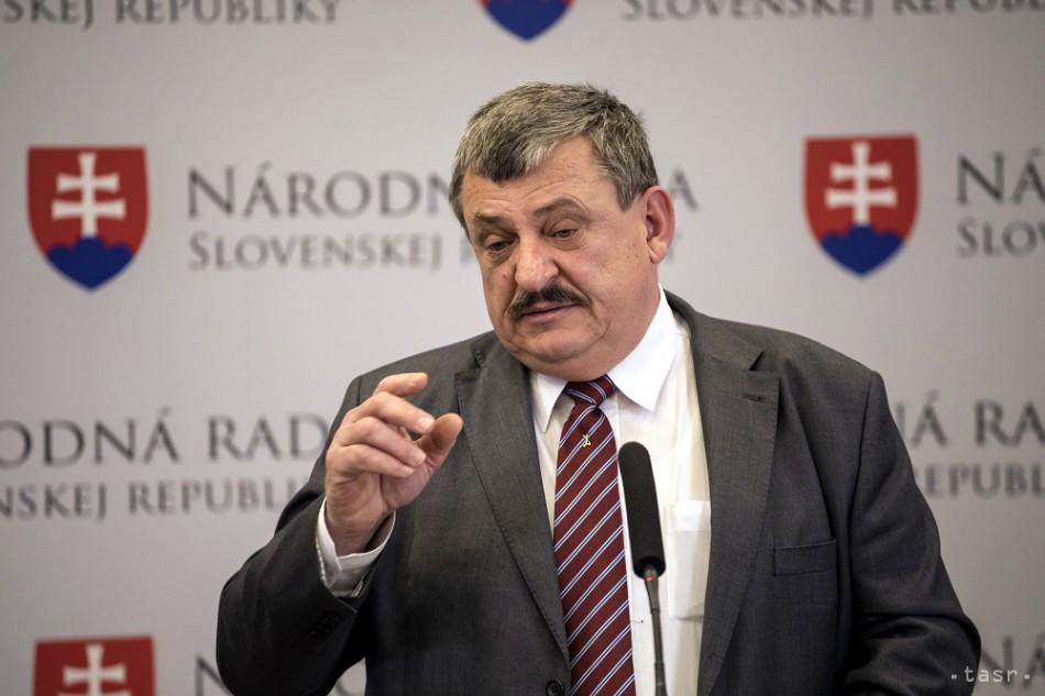 F. Šebej vníma politiku čiernobielo, myslí si A. Hrnko