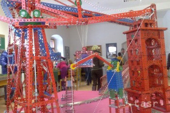 Výstava Fenomén Merkur ponúka aj model bratislavského Starého mosta