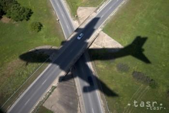 Obmedzenie leteckých spojení spôsobilo veľké straty ruským letiskám