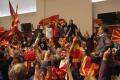 FOTO: Výtržníci v macedónskom parlamente zranili osem poslancov
