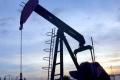 Tempo pokračujúceho rastu cien ropy spomalilo zvýšenie zásob v USA