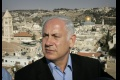 Sochou v Tel Avive umelec protestoval proti obdivu voči Netanjahuovi