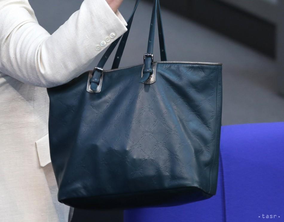f3a135a17 Český výrobca kožených tašiek po úspechu doma mieri do sveta