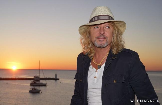 Peter Nagy je optimista, v novej skladbe spieva Raz sa všetko vyrieši!