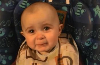 Toto bábätko je hitom internetu! Emotívne reaguje na známu pesničku