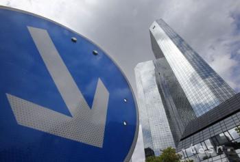 Merkelová verí, že situácia okolo Deutsche Bank sa vyvinie pozitívne