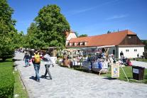 Trhy na hrade Červený Kameň