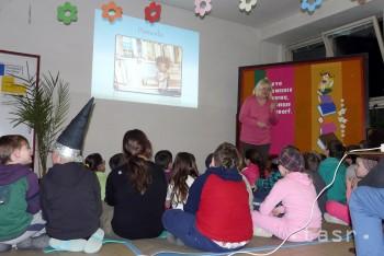 Počas Čarovnej noci kníh prespalo v škole v Hnúšti vyše 80 detí