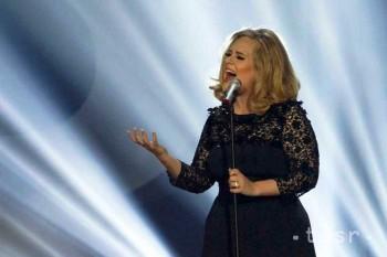 Kráľovná Alžbeta vyznamenala speváčku Adele a herca Rowana Atkinsona