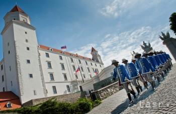 Na potulkách hradmi: Západné Slovensko II