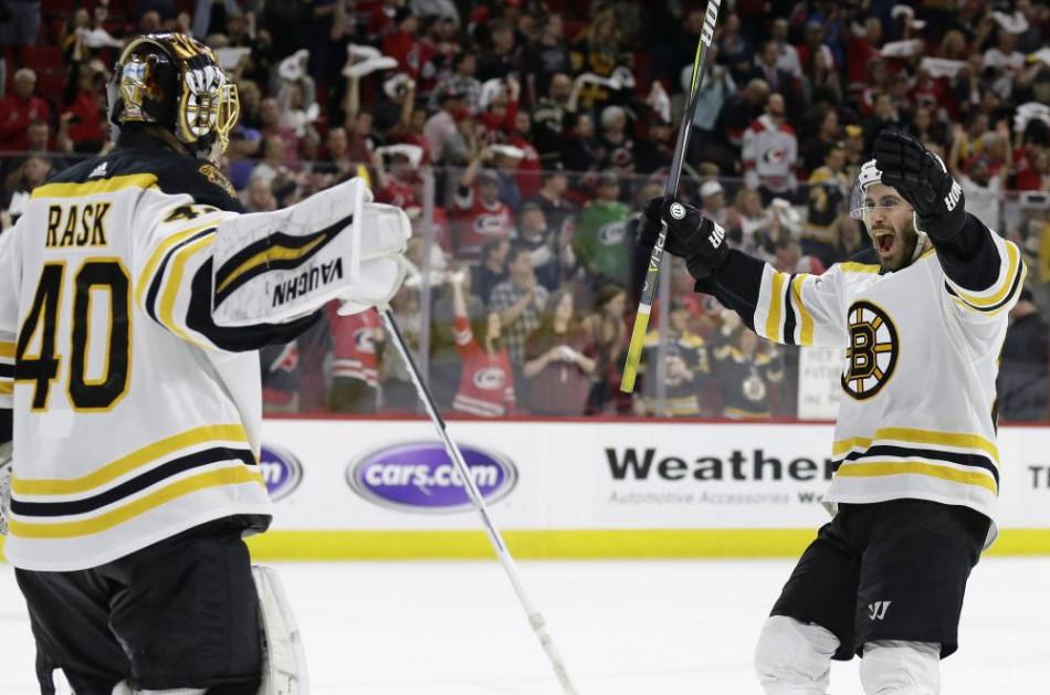 6adc2c77f83f9 NHL: Boston zvíťazil v Caroline a dvadsiatykrát si zahrá o Stanley Cup