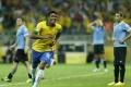 KVALIFIKÁCIA MS: Paulinho zničil hetrikom Uruguaj, Messi umlčal Čile