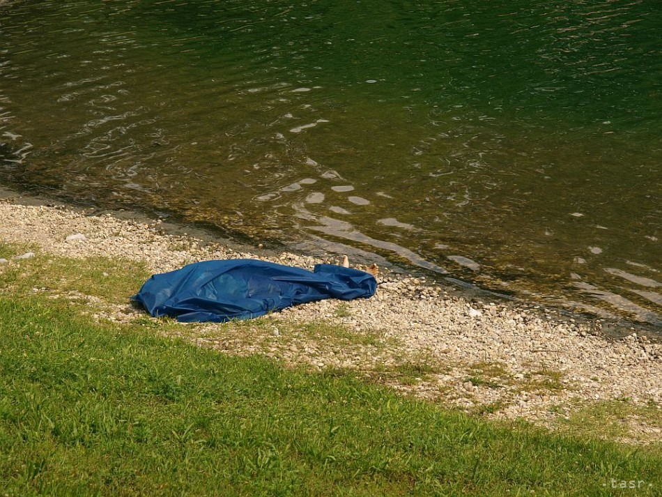 Na Slnečných jazerách v Senci sa utopil muž