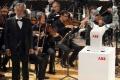VIDEO: Koncert tenoristu Bocelliho s orchestrom dirigoval robot