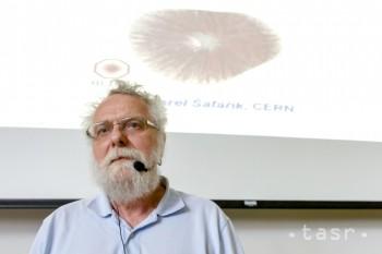 Svetový fyzik so slovenskými koreňmi prednášal aj o božskej častici