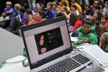 Deti z Lučenca venujú deň problematike bezpečného internetu