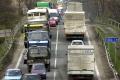 Premávku na medzinárodnej ceste na Orave komplikuje nehoda