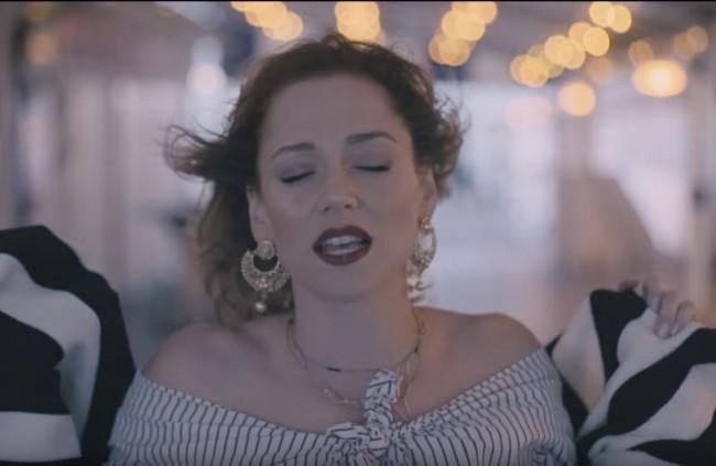 Speváčka Emma Drobná boduje v českých rádiách, jej singel je jednotkou