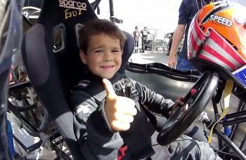 Tento osemročný chlapec jazdí lepšie ako ty. A jazdí už roky
