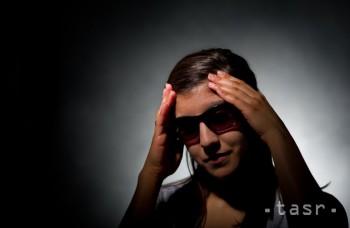 ODBORNÍCI: Migréna je choroba a výrazne ovplyvňuje život človeka