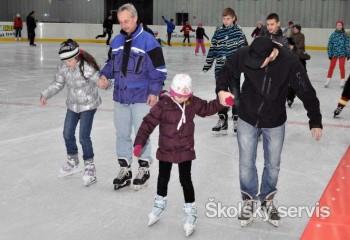 Školáci sa môžu korčuľovať v Petržalke až do piatka zadarmo