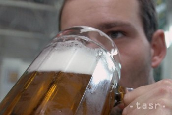 Alkohol je najčastejšou príčinou smrti mužov do 25 rokov