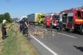 Slovenské autá sa zrazili v Maďarsku, na diaľnicu sa vysypalo strelivo