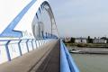 Bratislava odstraňuje grafiti z mostov.Pomocou špeciálneho prístroja