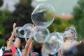 Dúhové bubliny dnes zaplnili centrum Nitry