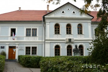 Vyučovanie na gymnáziu má v Revúcej už 150-ročnú históriu