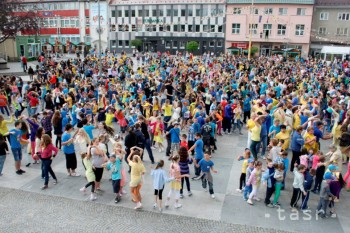 Na námestí v Prievidzi tancovalo mazurku skoro 1900 ľudí