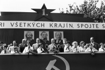 UNIKÁTNE FOTOGRAFIE: Prvomájové oslavy na Slovensku 1946-1990