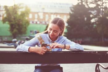 Diana Mašlejová prichádza s rozprávkovu Stratený zajko v Paríži