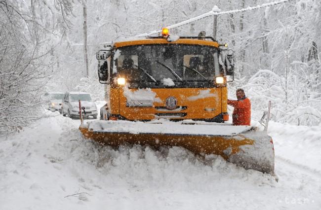 Odhrnutie snehu v Štiavnických Baniach trvá aj pol dňa - 24hod.sk 0ad9ef7210f