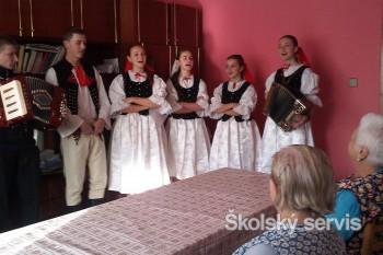 Študenti SOŠ drevárskej navštívili dôchodcov