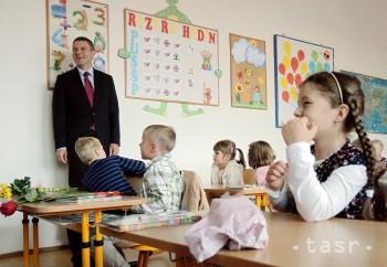Minister školstva otváral školský rok s prvákmi tlesknutím rúk
