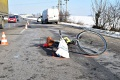 Cyklistu zrazila dodávka, o necelú hodinu zomrel