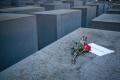 Svet si dnes pripomína Medzinárodný deň pamiatky obetí holokaustu