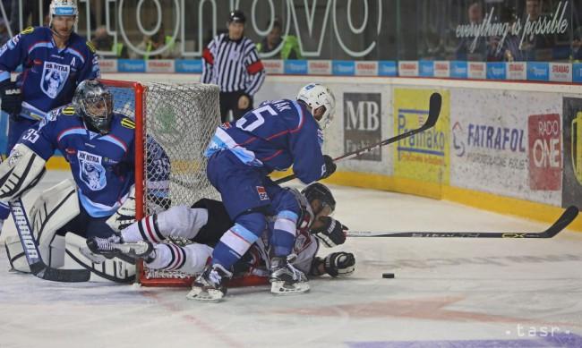 a3b65f22ad9cf Na snímke zľava Branislav Mezei a Vlastimil Lakosil (obaja Nitra), Mário  Lunter (Banská Bystrica) Marek Slovák (Nitra) v šiestom zápase finále play  off ...