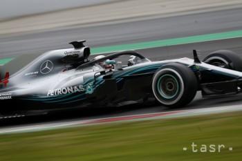 F1: Hamilton získal siedmu pole position v Austrálii a 73. celkovo
