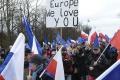 Tisíce Poliakov demonštrovali vo Varšave na podporu EÚ