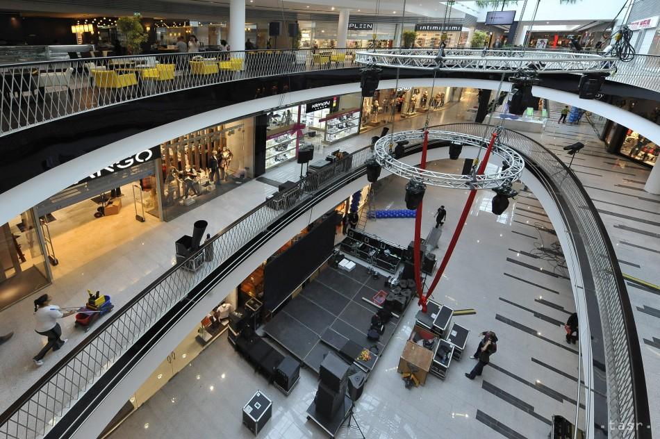 Polícia preveruje oznámenie o výbušnine v nákupnom centre 981fc27af19