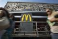 Zisk McDonald's vzrástol, aj keď jeho tržby klesli