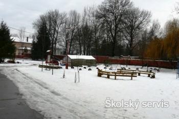 Bylinková špirála, ale aj jazierka sú súčasťou areálu ZŠ v Lučenci
